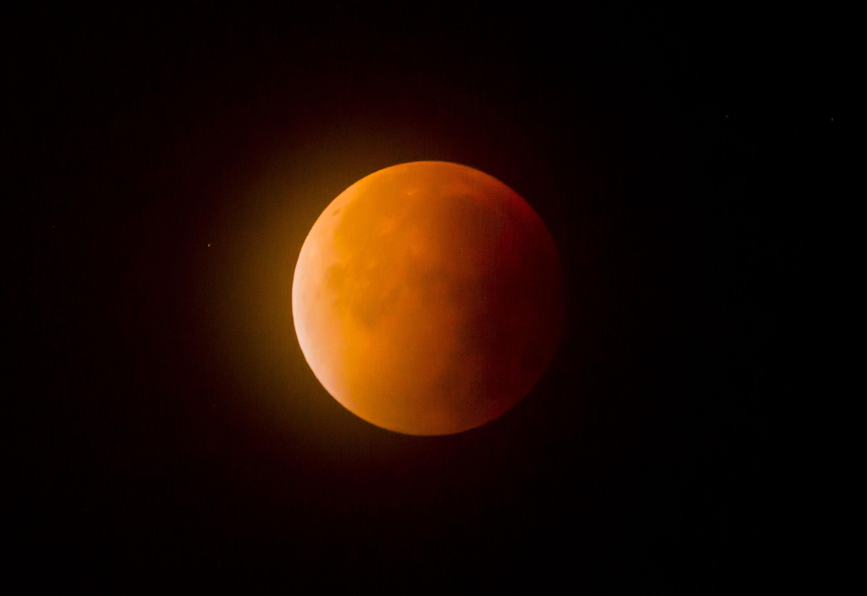 Blood moon above Falkirk (Danny Lawson / PA)
