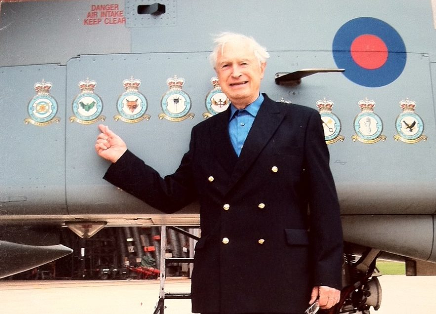 Captain Macintosh visiting his old squadron.