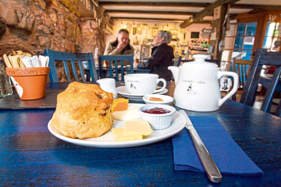 Scone Spy: A lovely view and a scrummy scone in Crail... art's life - Sunday Post