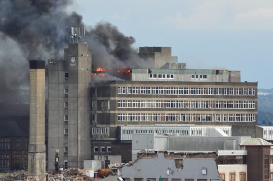 BREAKING: Jordanhill former student campus in Glasgow's West End ablaze - Sunday Post