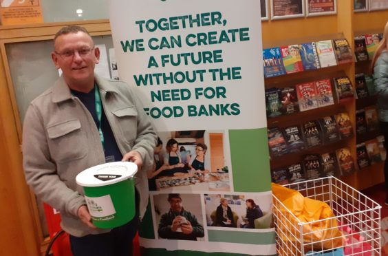 Squeeze Thank Fans For Their Generous Foodbank Donations At